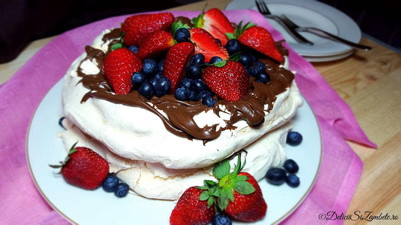 Pavlova cu ganache de ciocolata