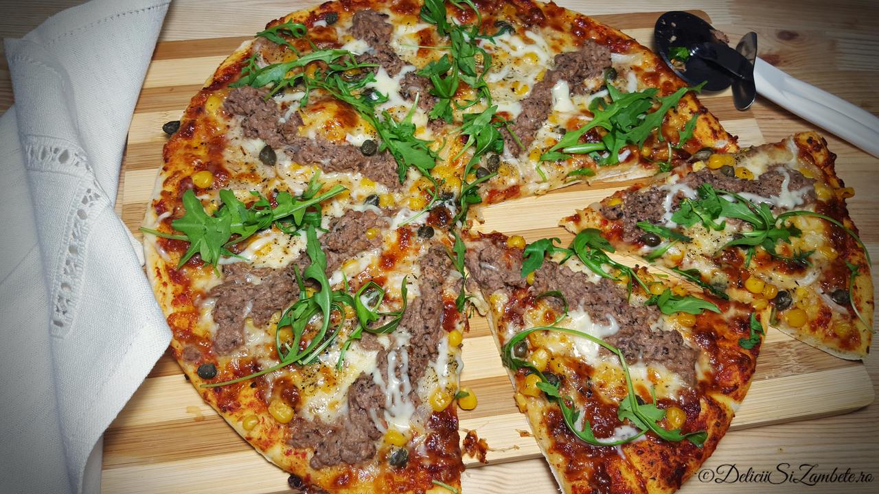 Pizza rustica cu ton si rucola