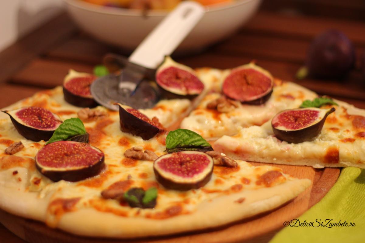 Pizza cu feta si smochine proaspete