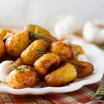 Cartofi noi cu usturoi si rozmarin