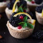 Cheesecake vegan cu mure si lamaie