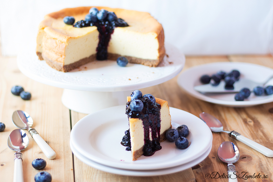 New York Cheesecake cu sos de afine