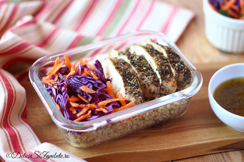 Masa la pachet – Pui in stil grecesc cu quinoa