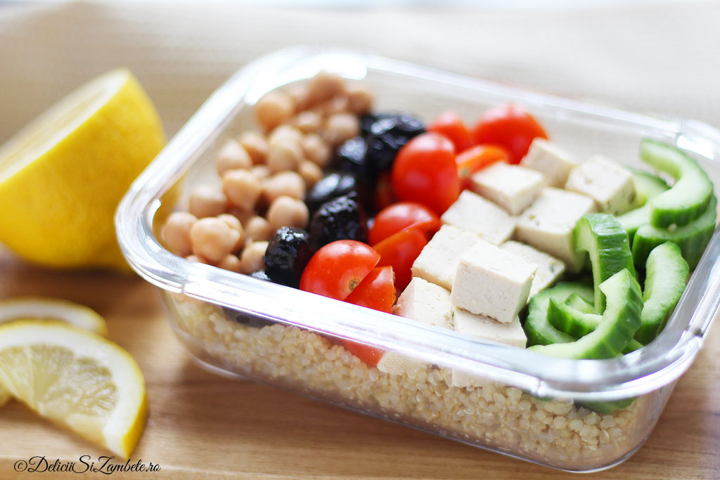 Masa la pachet – Salata cu quinoa