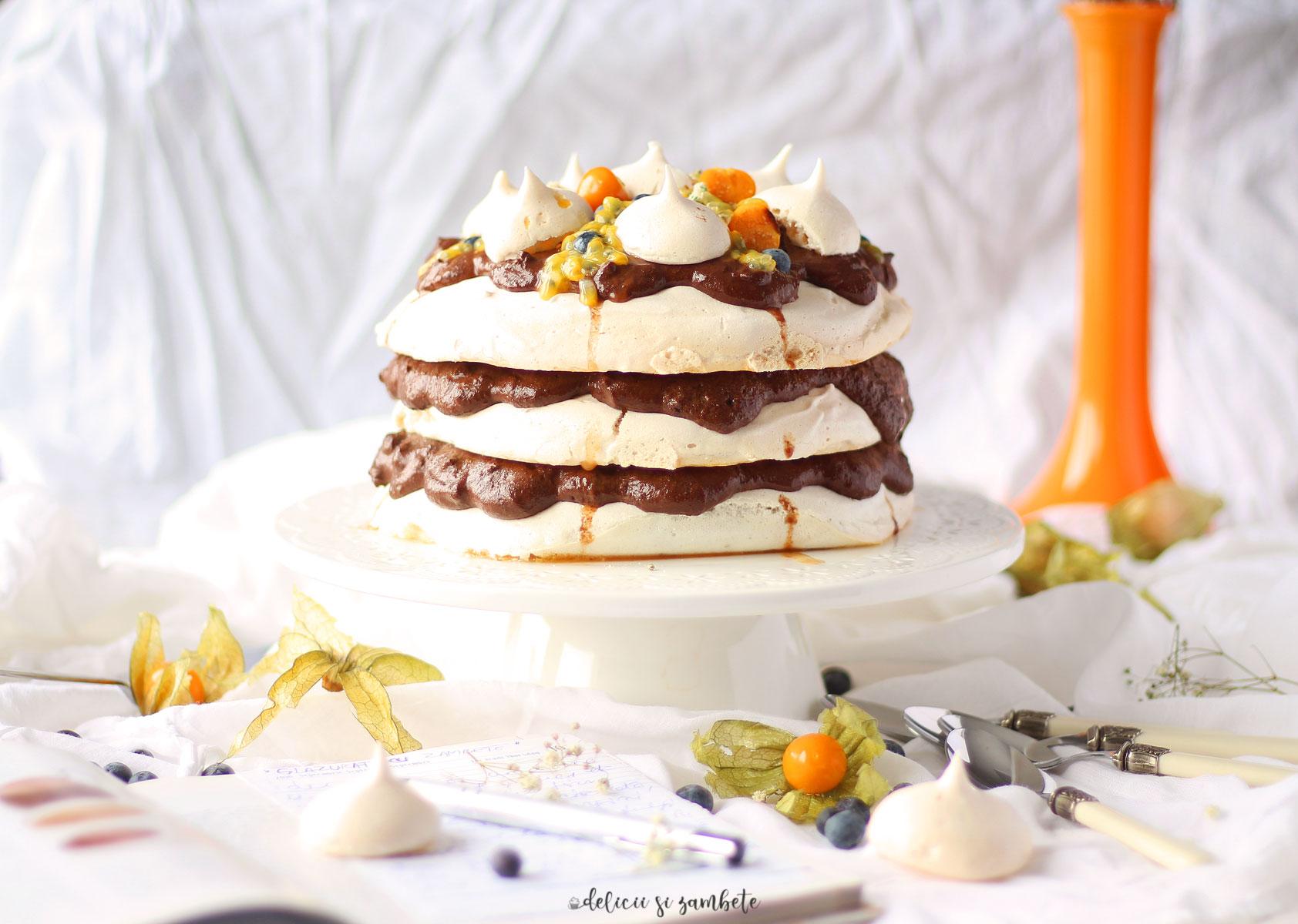 Pavlova vegana cu mousse de ciocolata si cafea