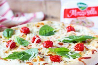Veggie pizza cu smantana si spanac