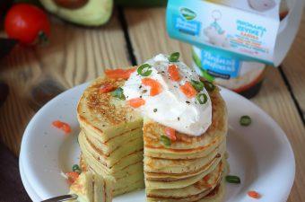 Pancakes cu avocado si branza pufoasa
