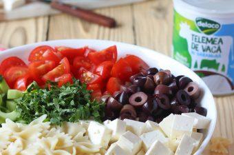 Salata mediteraneana cu paste si legume